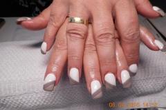 Acrylnägel mit 3 färbig weiß braun grau